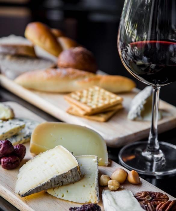 Крымское вино, красное сухое
