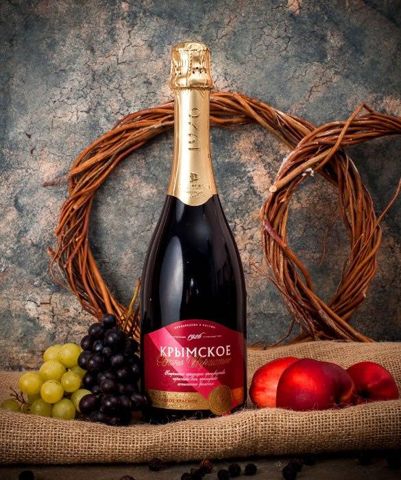 Красное игристое вино из коллекции «Крымское»
