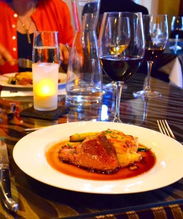 Вино сочетается с горячими мясными блюдами