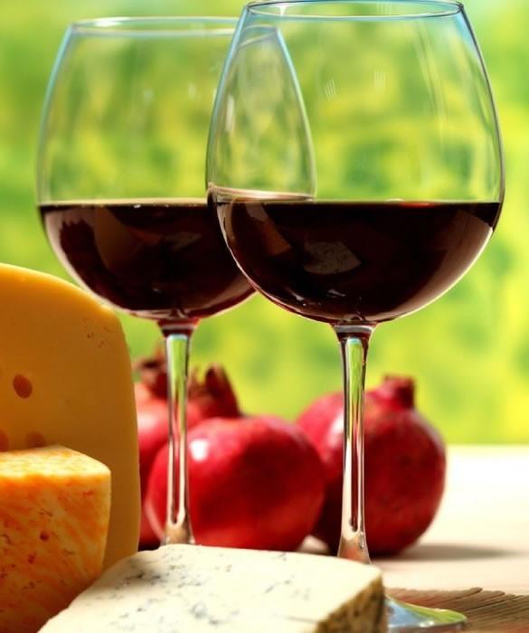 red sweet wine with ripe cheese - Крымский Кагор Воскресный